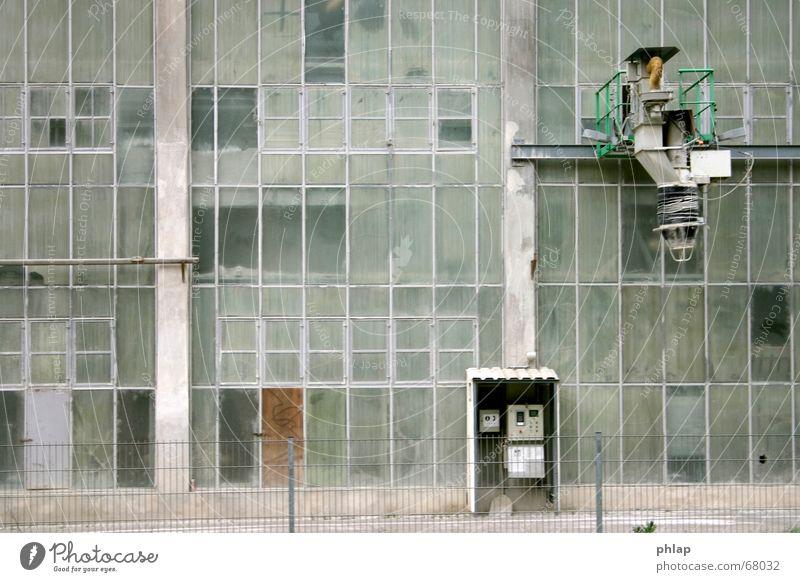 Fruchtsaftpresse grün grau Glas Technik & Technologie Industriefotografie Fabrik Maschine trüb Schalter Fabrikhalle staubig Kalk Zement Abfüllanlage