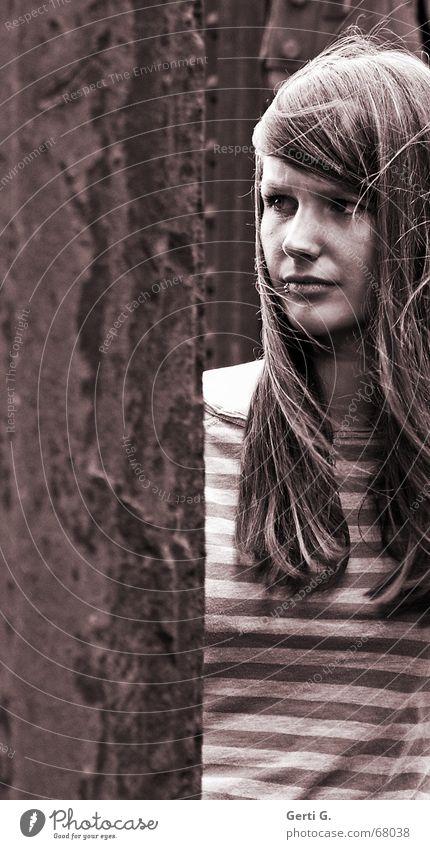 hopelessly Frau Junge Frau Mädchen verkniffen Angst Denken Gesichtsausdruck gestreift langhaarig Hoffnung Dame Mensch Blick face Glück Hoffnungslosigkeit