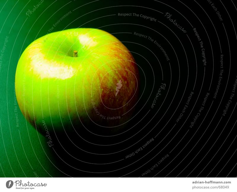C.S.I. Märchenwald: Beweisstück A grün rot schwarz Frucht bedrohlich Apfel Wut Gift Mord Hinterhalt unbequem vergiftet