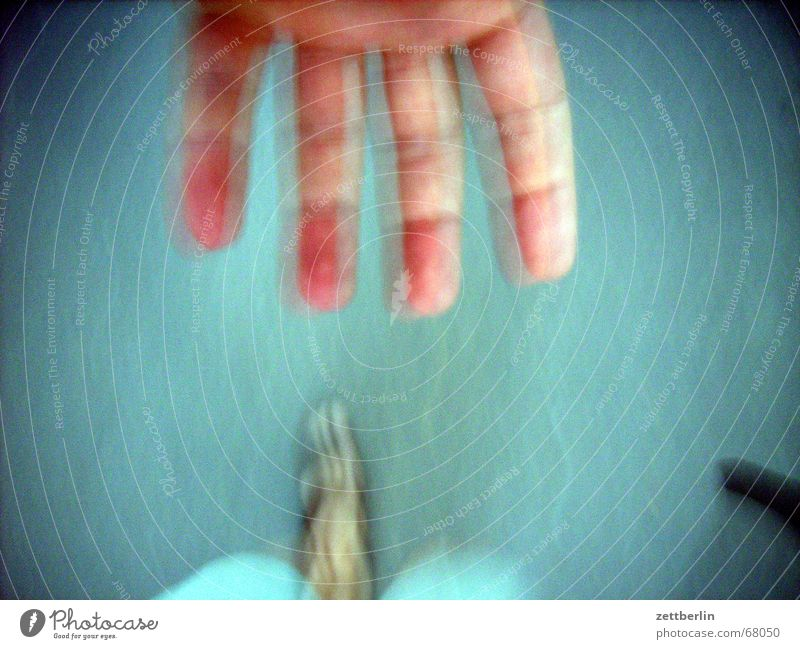 Hand und Fuss Hand Fuß laufen Alkohol Zeigefinger Mittelfinger Spirituosen Feierabend geradeaus Bewusstseinsstörung Ringfinger
