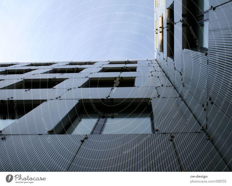 on the edge of architecture Bürogebäude Fassade Gebäude Fenster Fluchtpunkt Froschperspektive Symmetrie Beton Stahl Ecke Bauwerk Scheitel Fensterbrett