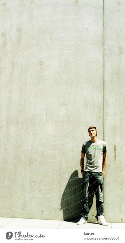 am Strich schwarz Wand Wärme Linie hell Beton hoch T-Shirt Physik heiß lang Hose analog Spalte Scan