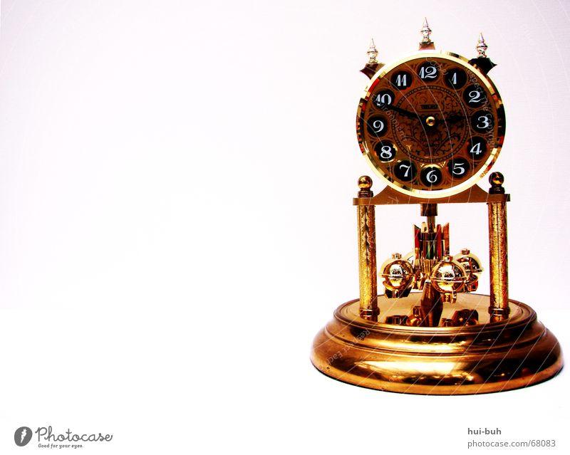 Tic Tac Tic Tac Uhr 10 11 12 Glocke Wecker glänzend Turm Untergrund gold Uhrenzeiger Ziffern & Zahlen Zacken Schatten clock morgenuhr bronce omauhr superuhr