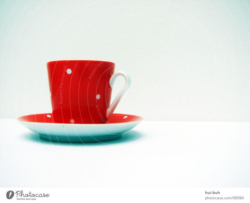 einen Tässchen Tee? weiß rot Einsamkeit Ernährung Tasse Backwaren gepunktet Kannen Untertasse Teetrinken Getränk Earl Grey Tee