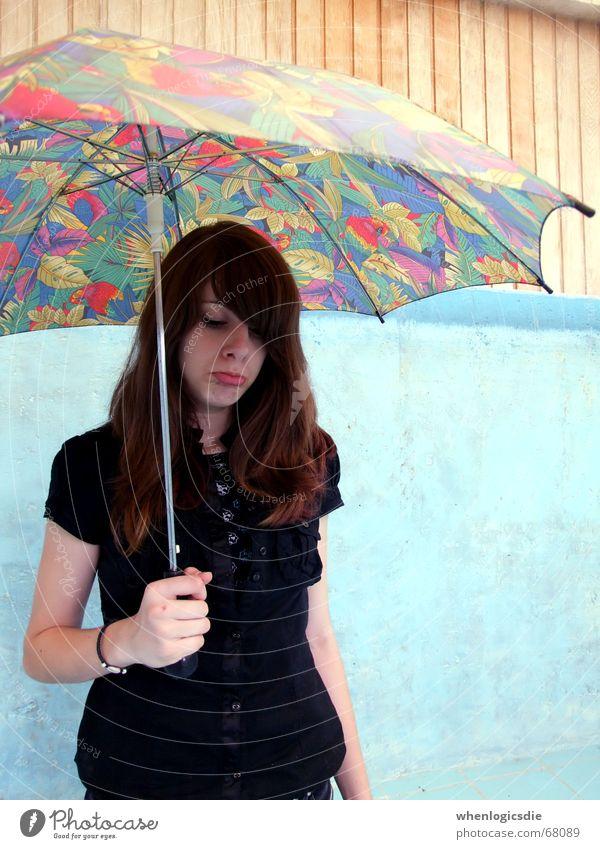 flushed. blau Traurigkeit Mund Regen Trauer Schwimmbad Regenschirm trocken