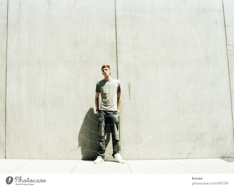 am Strich 2 Linie schwarz lang Hose Wand Beton Physik heiß analog durchgehend Spalte T-Shirt dunkhi air force daniel stern jeans hoch Sonne hell Wärme Scan