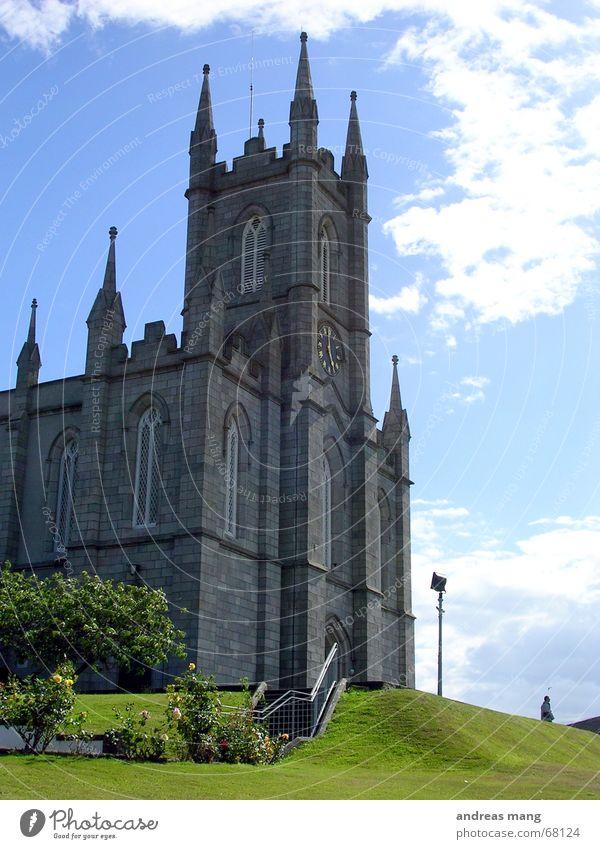 Die Kirche schön alt Himmel blau Wiese Fenster Gras Gebäude Religion & Glaube hoch Rasen Turm Dorf Gott Götter majestätisch