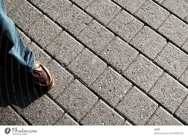 Fußgänger Sommer Straße Wege & Pfade Stein Beine Schuhe Verkehr Hose Kopfsteinpflaster Pflastersteine schreiten