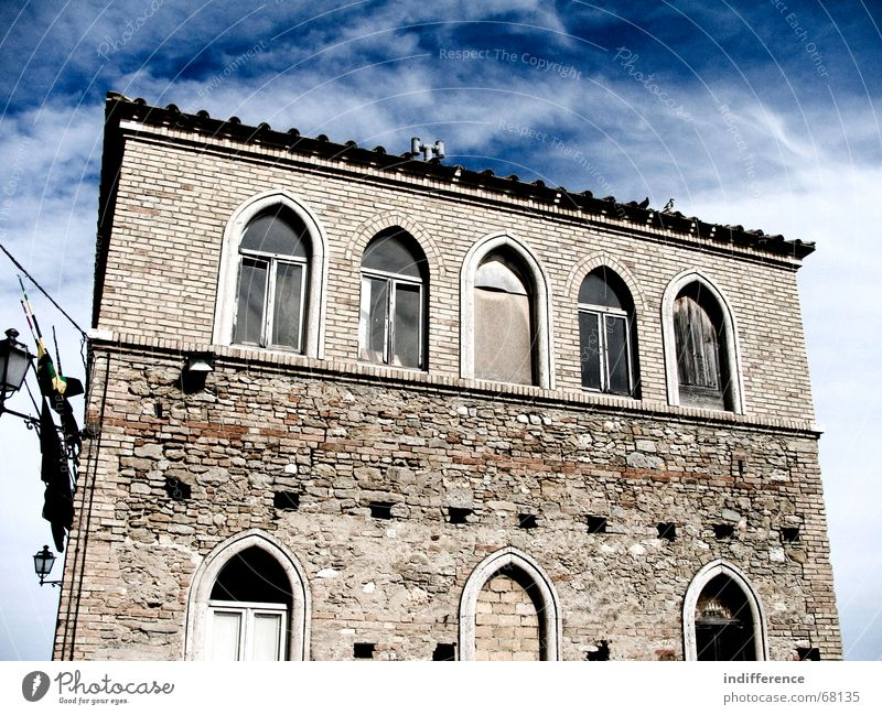 Torre di Palme city hall Himmel Italien Marche medieval town Denkmal historical building sky clouds windows