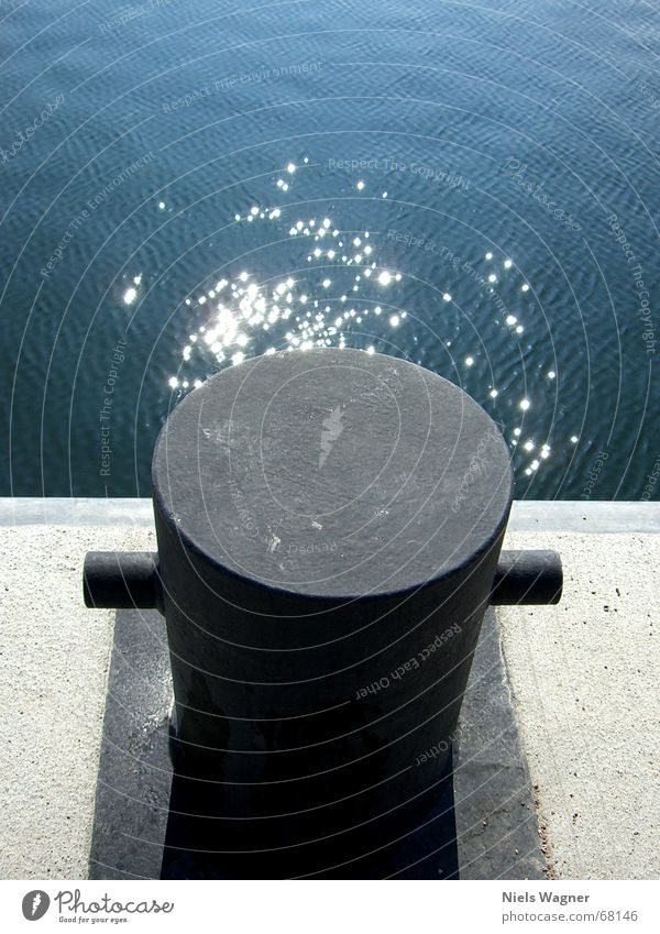 schweres Metal Reflexion & Spiegelung Wellengang schwarz Meer Wasser Sonne förde Kiel Morgen sonenaufgang