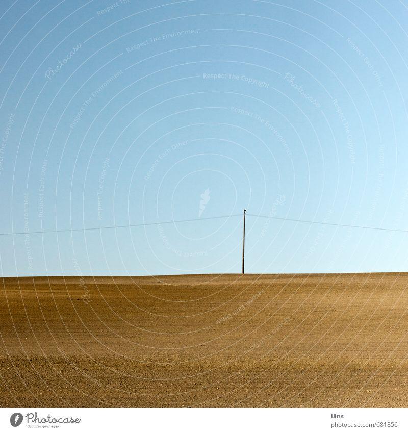 einfach so Umwelt Natur Landschaft Urelemente Erde Luft Himmel Wolkenloser Himmel Horizont Schönes Wetter trist blau braun Beginn anstrengen Genauigkeit nackt