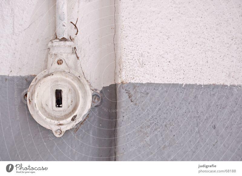 Es ist aus! schwarz Farbe Wand grau Energiewirtschaft Elektrizität Kabel Ende Partnerschaft vergangen Putz Liebeskummer Schalter Scheidung