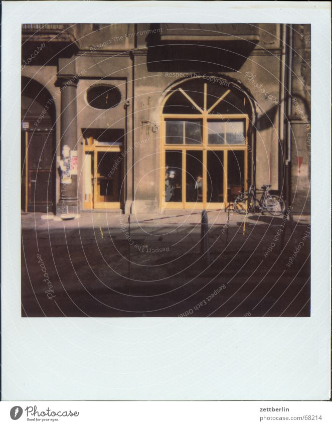 Polaroid XII Straße Berlin Fenster Tür Fassade leer neu Gastronomie Café Schaufenster roh Kneipe