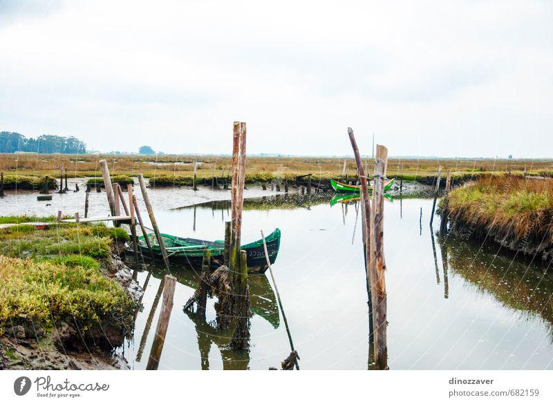 Altes Boot im Wasserkanal Ferien & Urlaub & Reisen Kreuzfahrt Sommer Meer Natur Landschaft Himmel Fluss Kleinstadt Verkehr Wasserfahrzeug alt blau grün Kanal
