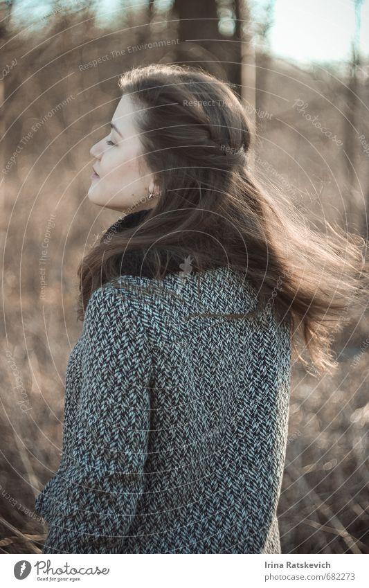 Mensch Natur Jugendliche schön Erholung Freude 18-30 Jahre Wald Gesicht Erwachsene Gefühle Liebe Frühling Haare & Frisuren Mode Stimmung