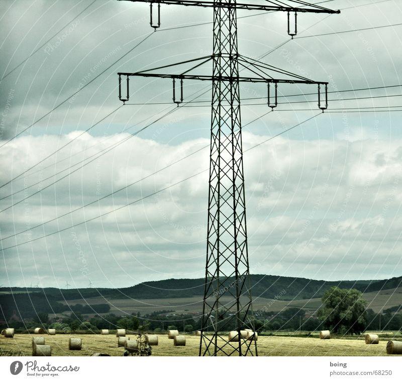 3 in 1 Kombifoto Strommast Windkraftanlage ökologisch Kabel Landschaft Landschaftsformen Isolatoren Panorama (Aussicht) Baum Feld Wohnsiedlung Dorf Landstraße