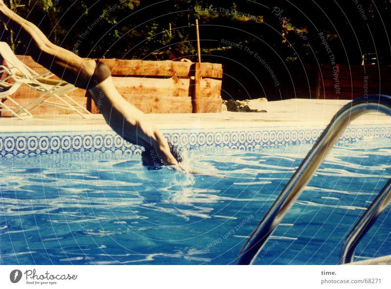 Brrrrrr... Wasser blau Ferien & Urlaub & Reisen Sommer kalt Linie glänzend Schwimmen & Baden Coolness Schwimmbad Physik diagonal Frankreich Erfrischung Kühlung