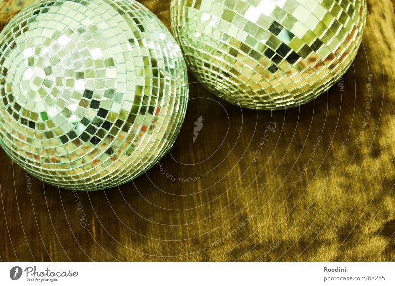 Disco Discokugel Siebziger Jahre Achtziger Jahre Spiegel Licht Rhythmus old-school Stil Funktechnik Tanzen Kitsch Show Lichttechnik Musik Reflexion & Spiegelung