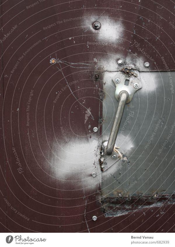 update v2.2.2 Hand Griff Tür Reparatur Schweißen silber sprühen Stahl Blech hässlich Problemlösung rot herzlos Rost Stadt Industrie Schweißnaht Einfahrt Tor