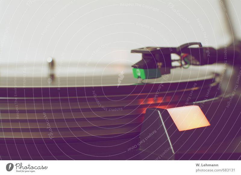 Plattendreher Kabel Plattenspieler Technik & Technologie Unterhaltungselektronik Vergangene Tage eckig glänzend schwarz Nostalgie Musik Farbfoto Innenaufnahme