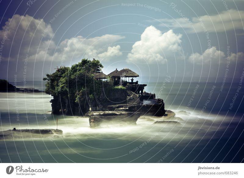 tempel tanah lot Umwelt Natur Wasser Wolken Schönes Wetter Wind Felsen Wellen Küste Meer Menschenleer Tempel Kraft Macht Religion & Glaube Hinduismus Bali