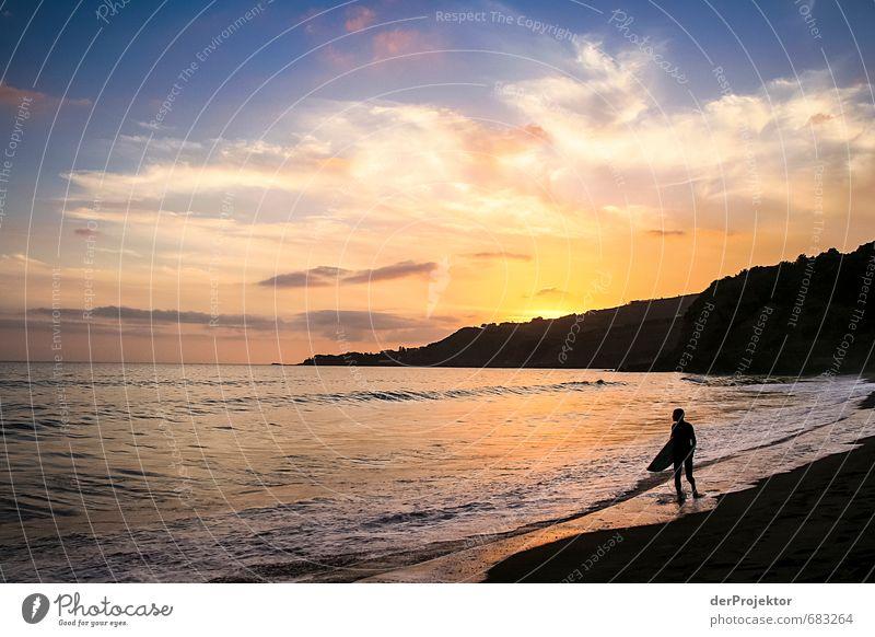 Surfer muss nach Hause gehen Himmel Sommer Sonne Meer Landschaft Freude Strand schwarz Gefühle Küste Glück Stimmung Freizeit & Hobby Wellen Tourismus Klima