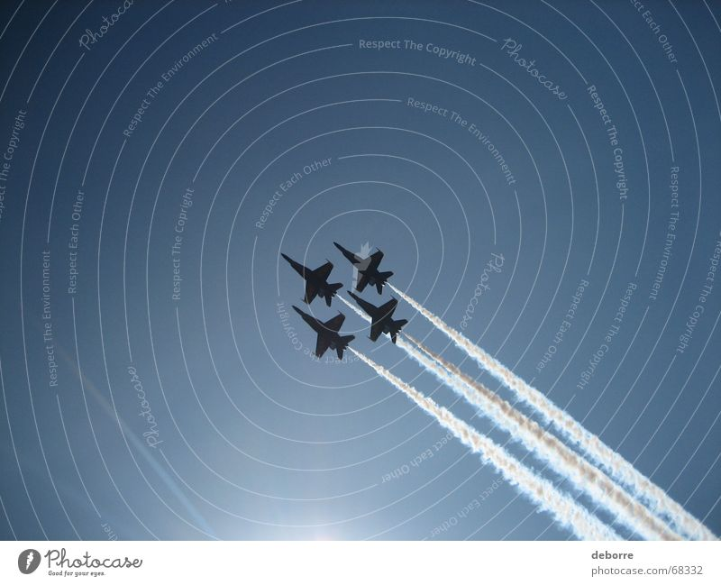 blue angels Himmel Sonne blau Luft Flugzeug Luftverkehr USA Amerika Krieg Düsenflugzeug Kunstflug