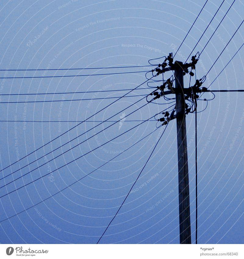 Überlandleitung Himmel blau Elektrizität Strommast Leitung Hochspannungsleitung