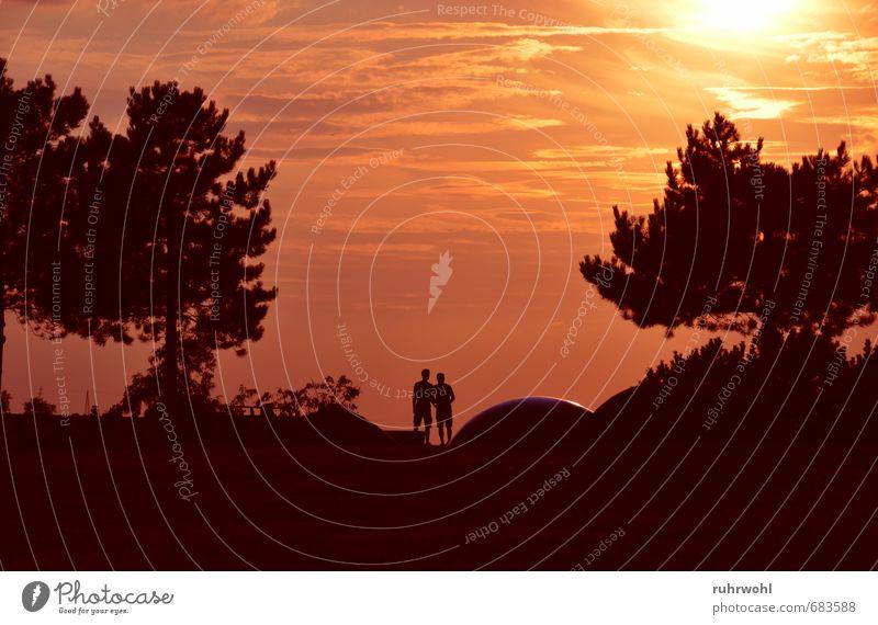 Gemeinsam Mensch Jugendliche rot 18-30 Jahre gelb Erwachsene Liebe Paar Freundschaft maskulin gold Sicherheit Romantik Vertrauen Partner Treue