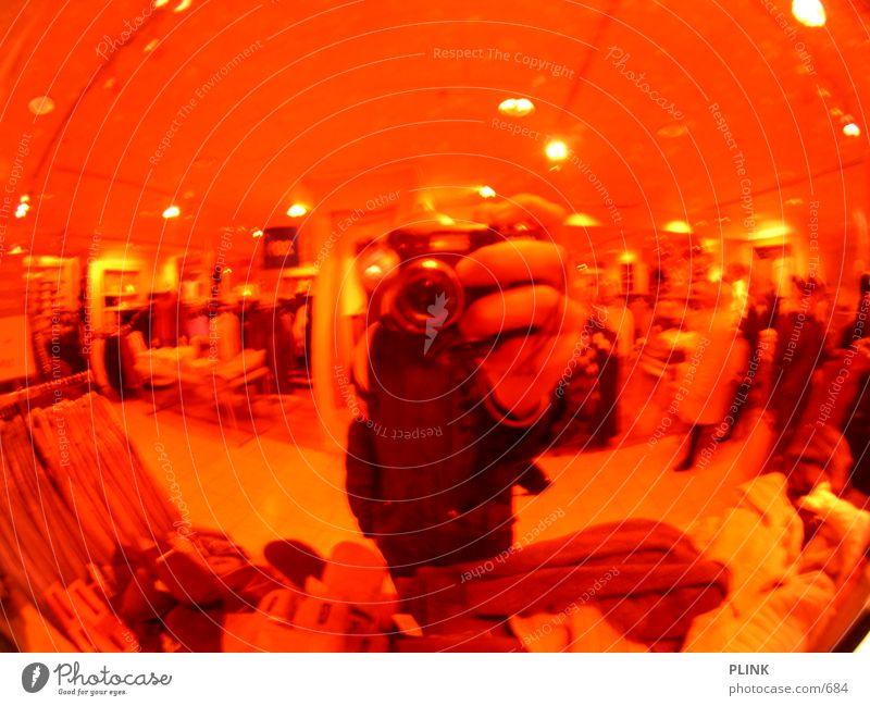 Kamerakopf Hand rot Bekleidung Spiegel Kugel Boutique Fischauge