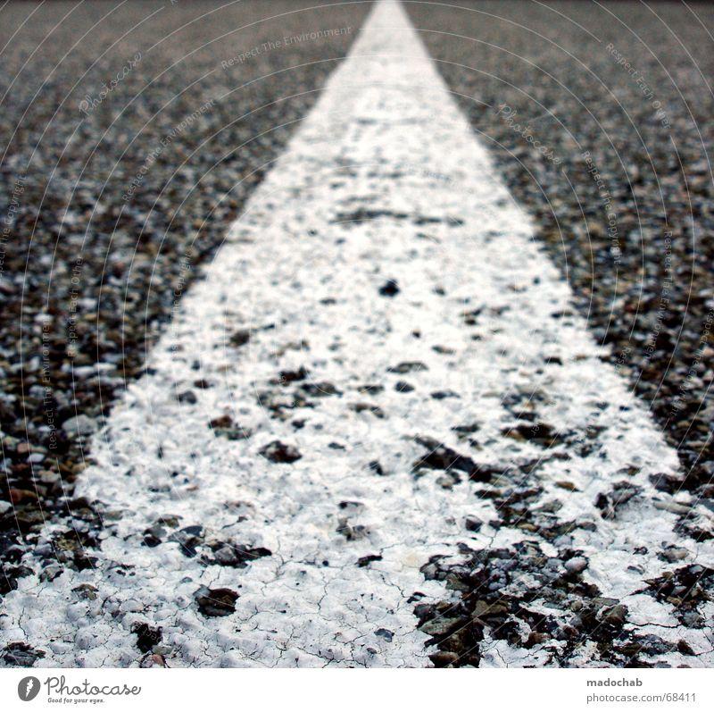 MITTELSTREIFEN Asphalt grau weiß Symmetrie Verlauf graphisch Wetter eskalieren Ende Richtung geplatzt Verfall asfalt Straße concrete Mitte Linie Ecke