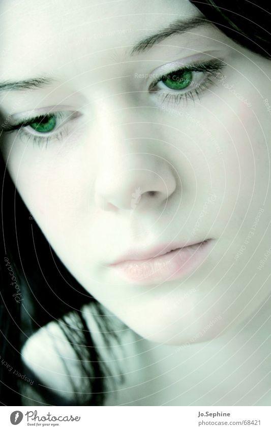 visage de porcelaine Mensch Jugendliche grün schön ruhig Gesicht Erwachsene Junge Frau Gefühle Traurigkeit 18-30 Jahre träumen rosa Trauer zart langhaarig