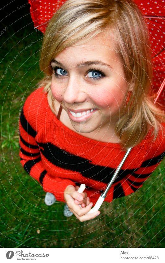 Rotbäckchen und der böse Wolf (nicht im Bild) Frau Jugendliche schön rot Sommer schwarz lachen blond Herz groß süß Streifen Spaziergang niedlich Regenschirm Sonnenbrille