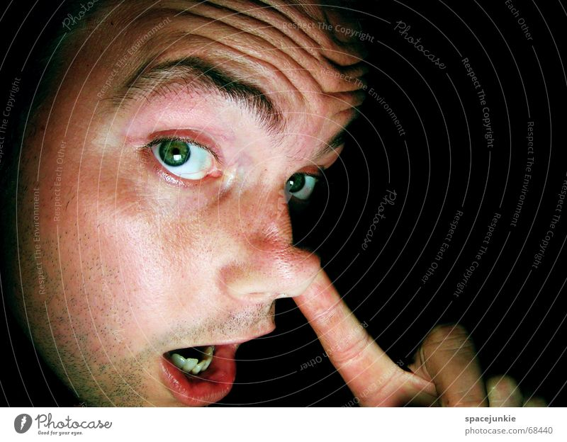 In der Nase bohren Mensch Mann Hand Gesicht schwarz Nase Finger Zeigefinger bohren Nasensekret