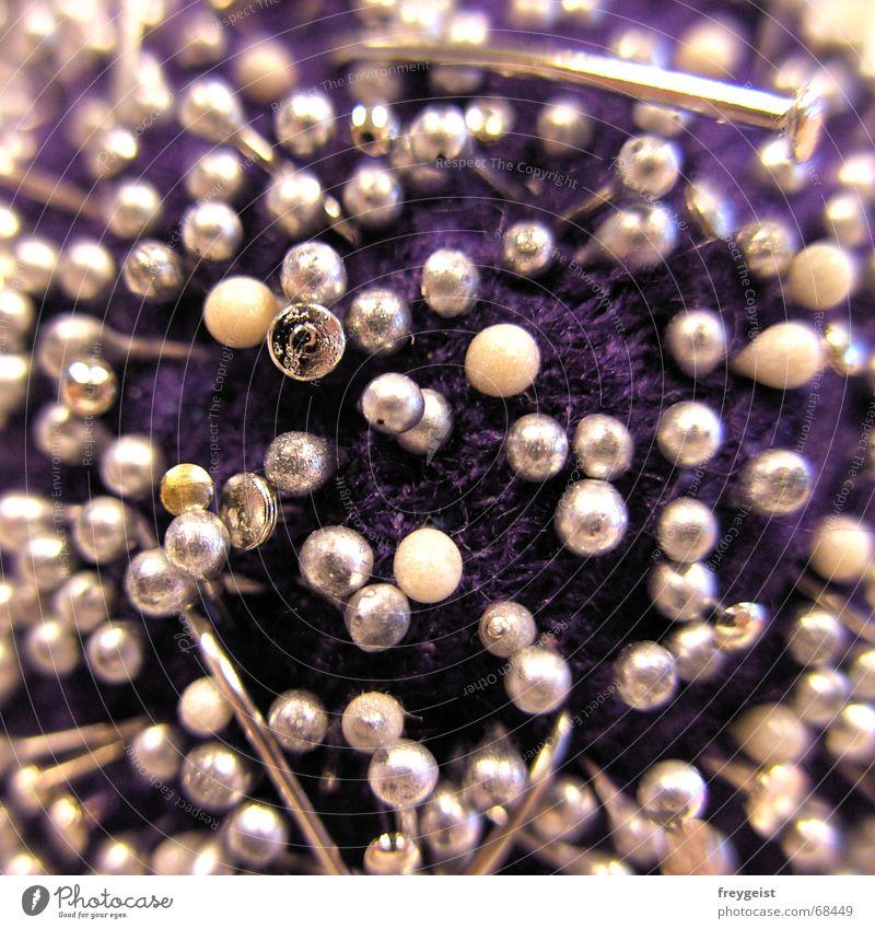"""""""Where the needles sleep..."""" The Needles violett Arbeit & Erwerbstätigkeit Nagel Unschärfe Schneider Nadel nadelkissen Perle purple work Scharfer Gegenstand"""
