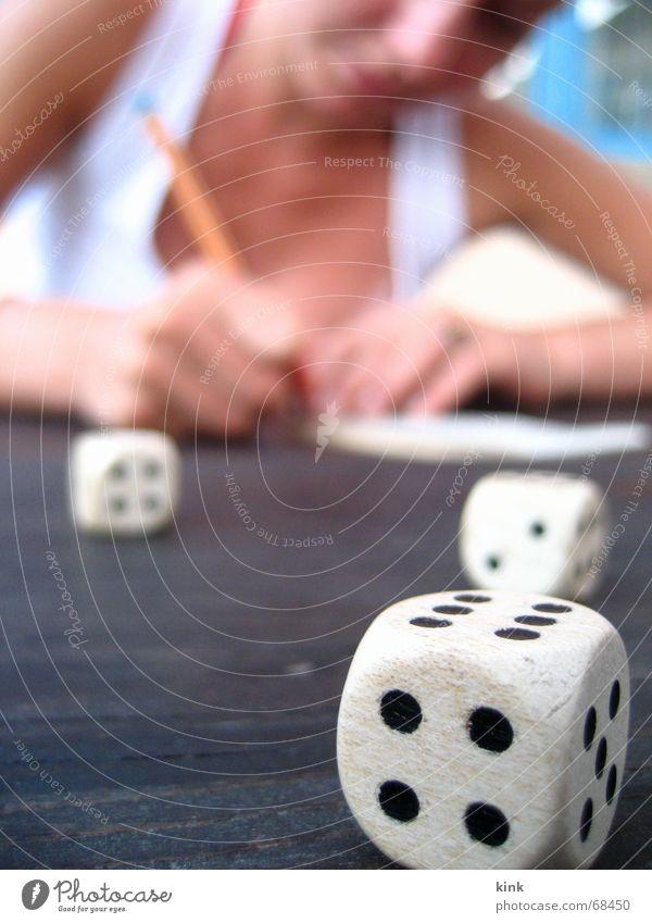 Glückspiel Spielen würfeln 4 6 Ziffern & Zahlen verlieren Zweikampf schreiben Freude glückspiel Würfel