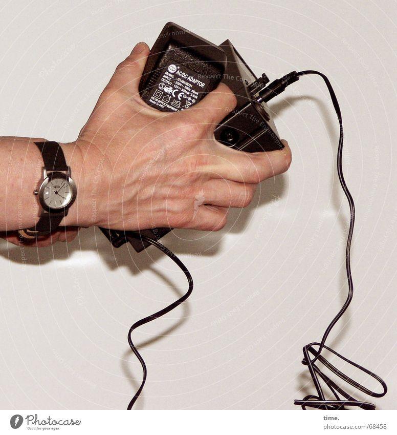 Kurz vor dem Gig Mensch Hand Uhr Kabel Technik & Technologie Stress greifen Krallen Hardware Stecker Armbanduhr Adapter Netzwerkstecker