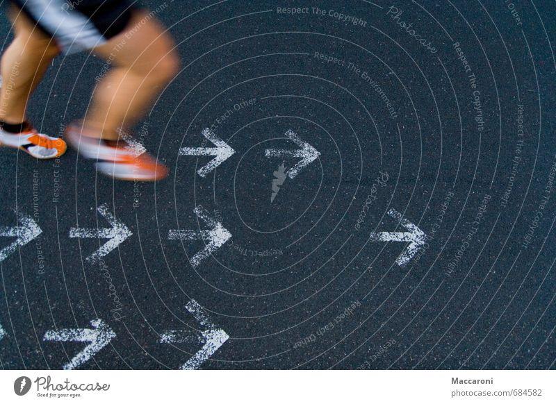 Immer vorwärts Mensch Sport Beine Fuß Lifestyle Freizeit & Hobby Business laufen Fitness Laufsport sportlich Richtung Pfeile Sport-Training führen Diät