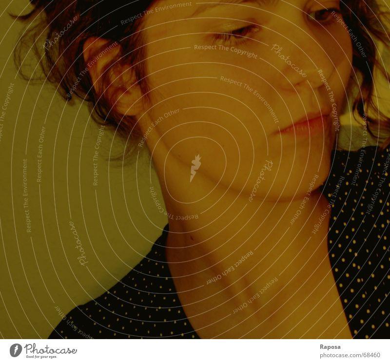 neulich als ich dachte Frau Denken verträumt Haare & Frisuren Wange me Gesicht Blick Wegsehen Hals gesenkter blick Auge Mund Nase Ohr Gesichtsausdruck Mensch