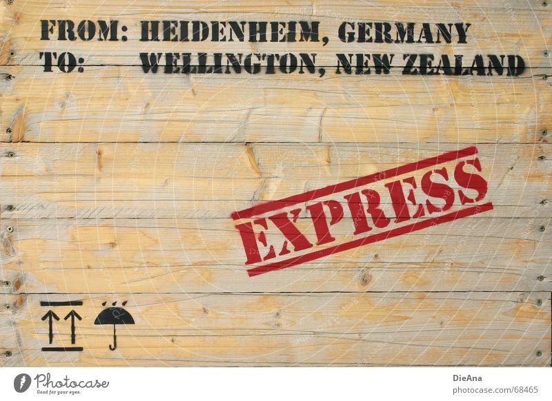 per Express Kiste Holz Versand Symbole & Metaphern Regenschirm Typographie weltweit Neuseeland Deutschland Wellington Holzmehl Grafik u. Illustration Pfeil