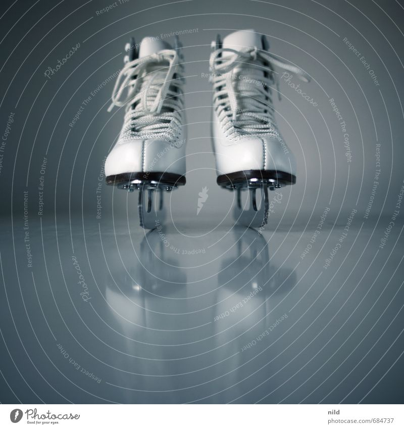Eisprinzessin Lifestyle Stil Freude Freizeit & Hobby Sport Fitness Sport-Training Schlittschuhlaufen Schlittschuhe Schuhe fahren elegant sportlich blau grau