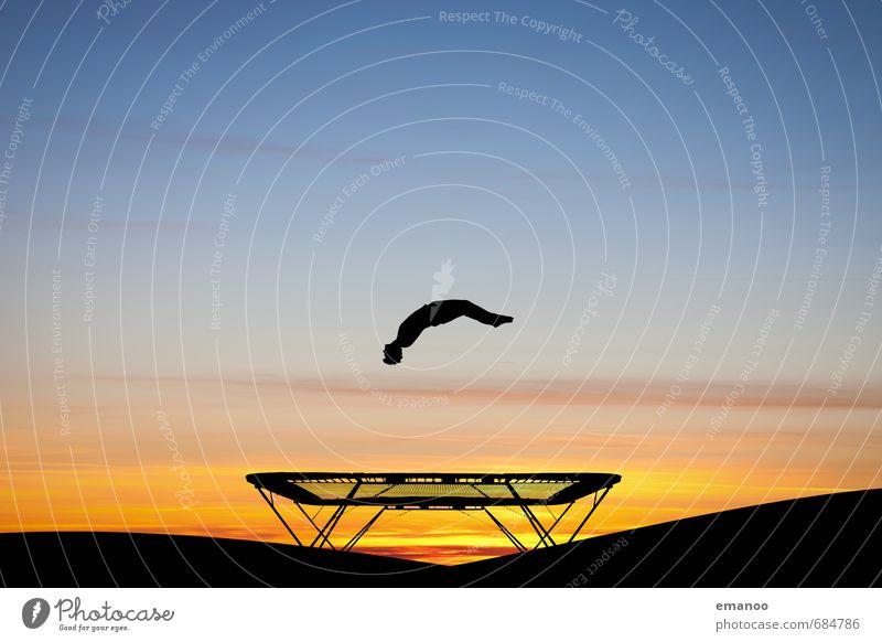 Überflieger Lifestyle Stil Freude sportlich Ferne Freiheit Sport Sportler Mensch Mann Erwachsene Jugendliche Körper 1 Himmel Horizont fallen fliegen springen