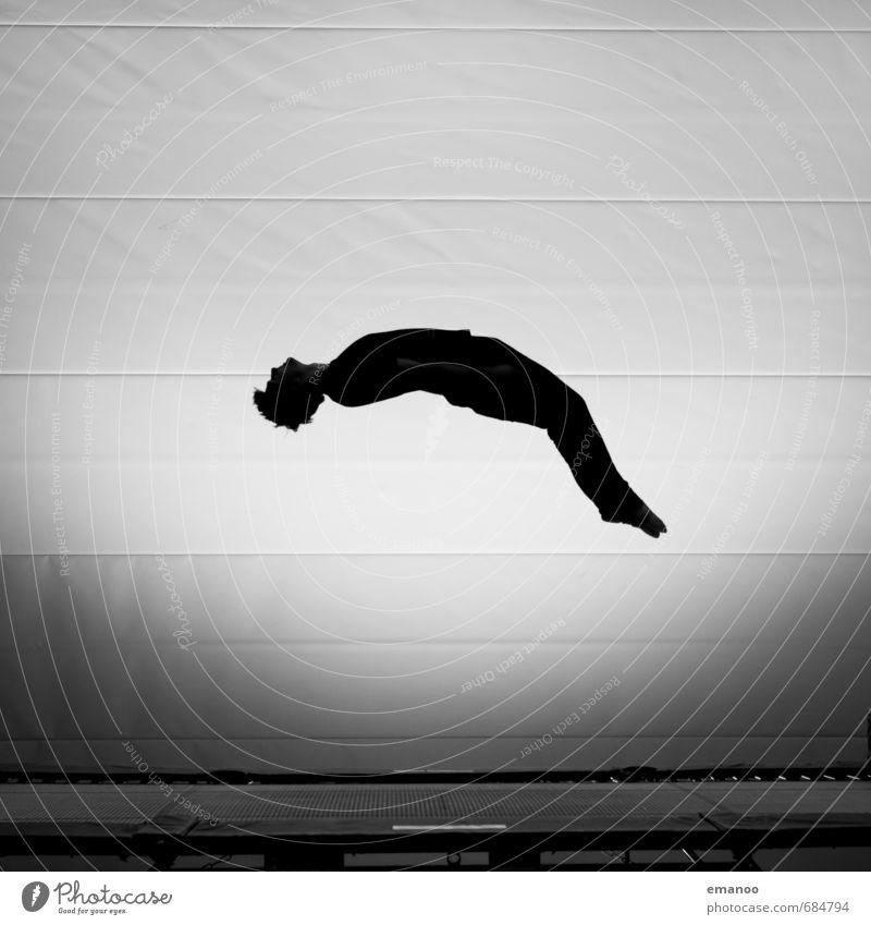 Männlein flieg. Mensch Jugendliche Mann Freude schwarz Erwachsene Sport Stil springen fliegen Körper Kraft hoch ästhetisch Fitness fallen