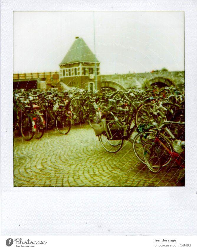 rad ab Straße Wege & Pfade Fahrrad treten Ständer strampeln