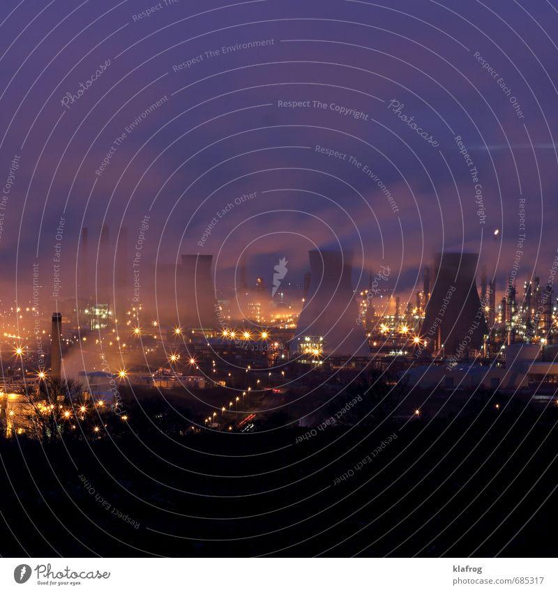 Öl - wie raffiniert. Himmel Umwelt Wetter Nebel Energiewirtschaft Beton Zukunft Industrie Kunststoff Fabrik Wissenschaften Stahl nachhaltig Schornstein