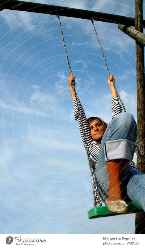 schaukeln Frau Himmel Freude Wolken Erholung Gedanke Schaukel Spielplatz Zeitvertreib