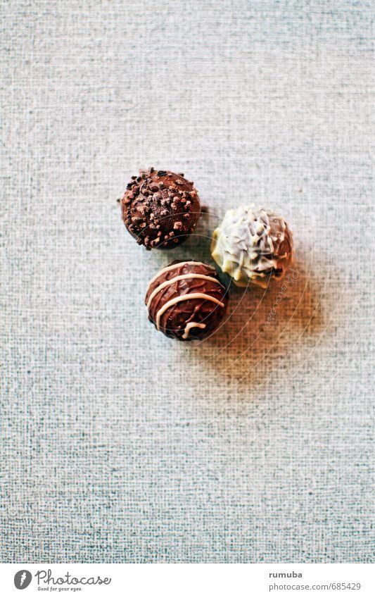 Pralinen Lebensmittel Ernährung Zufriedenheit Diät genießen ästhetisch lecker Laster Lust Selbstbeherrschung Genusssucht Sinnesorgane Schokolade Konfekt rund