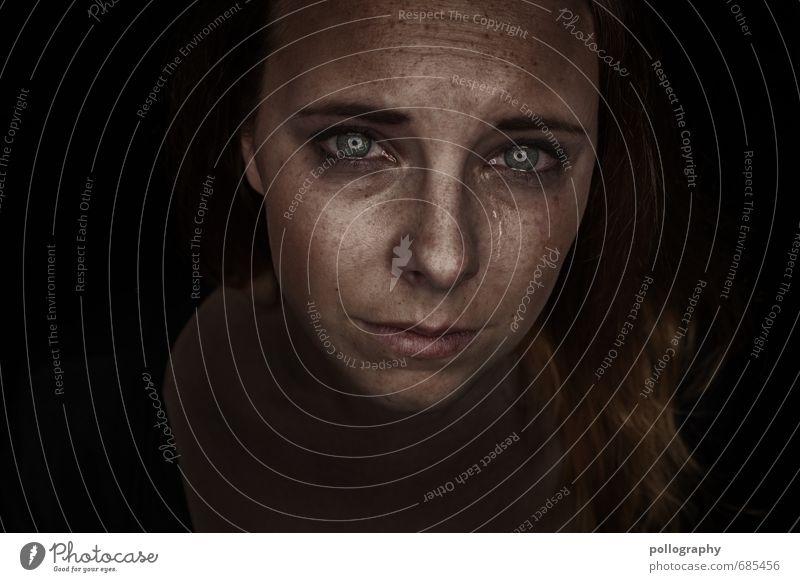 hard shell - soft core (7) Mensch Frau Jugendliche Junge Frau Einsamkeit 18-30 Jahre Erwachsene Gesicht Leben Traurigkeit Gefühle feminin Stimmung Kopf
