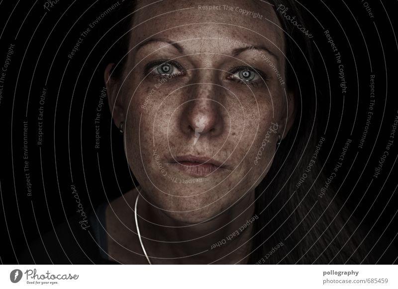 hard shell - soft core (10) Mensch feminin Junge Frau Jugendliche Erwachsene Leben Kopf Gesicht 18-30 Jahre Gefühle Stimmung Traurigkeit Sorge Trauer Tod