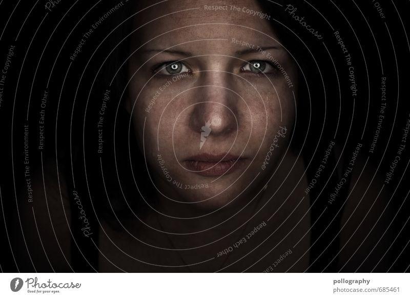 hard shell - soft core (8) Mensch Frau Jugendliche Junge Frau Einsamkeit 18-30 Jahre Erwachsene Gesicht Auge Leben Traurigkeit Gefühle feminin Stimmung Kopf